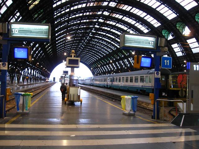 ミラノ中央駅のホームのフリー写真素材