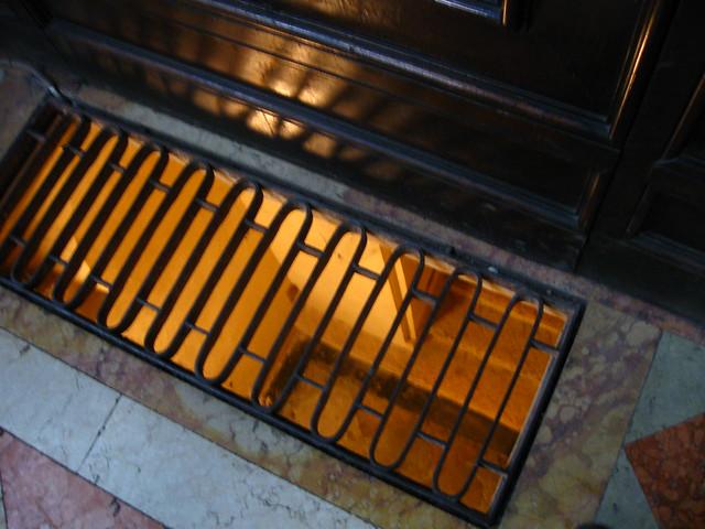 床の金網のフリー写真素材