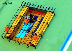 Delantal & Malbon (Willy GS) Tags: blue red color verde green argentina colors yellow azul jaune canon rouge rojo buenosaires vert colores bleu amarillo laboca couleur caminito allxpressus eos550d guillermosiemens