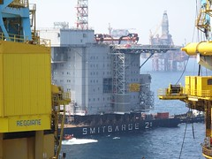 Smitbarge 2 and Valhall module (thulobaba) Tags: industry construction crane offshore engineering gas northsea oil s7000 bp barge smit saipem valhall sscv