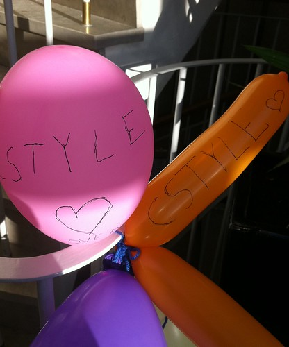 Elever som hängt upp ballonger