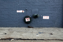 Sprinkler Fire-Alarm (Markus Moning) Tags: new york city nyc blue urban usa ny brick alarm wall fire us firealarm district packing wand united meat sprinkler states blau meatpacking moning markusmoning canoneos50d