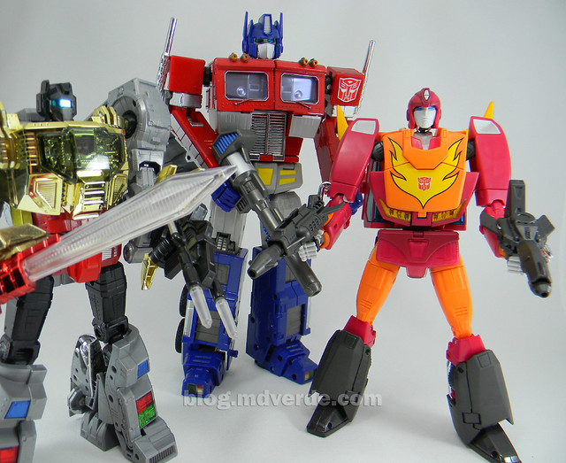 Transformers Hot Rod Masterpiece - modo robot vs Grimlock vs Optimus