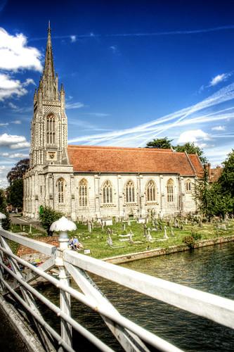 Church and graveyard. Marlow. England. Iglesia y cementerio. Marlow. Inglaterra