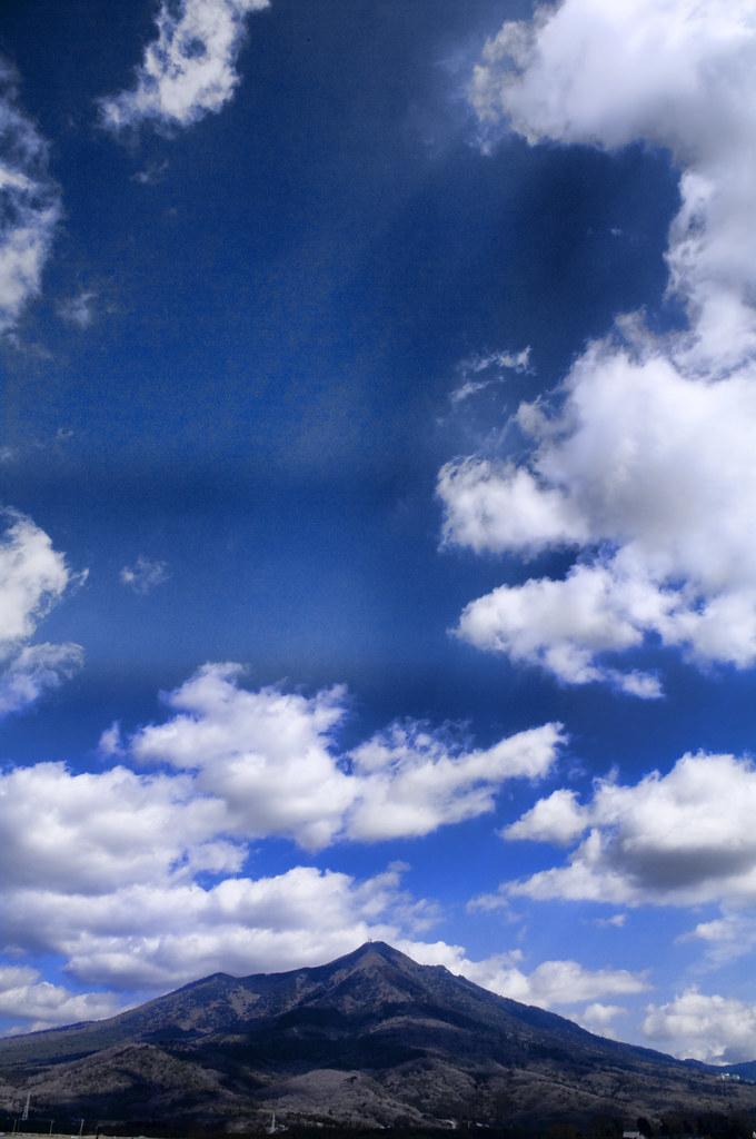 山と青空と白い雲