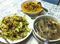 กับข้าวเย็น ต้มเห็ดโคนญี่ปุ่น ผัดดอกกระหล่ำ แกงหมู :D~ฟักทอง