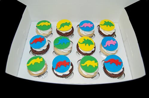 triceratops and stegasorous dinosaur cupcakes