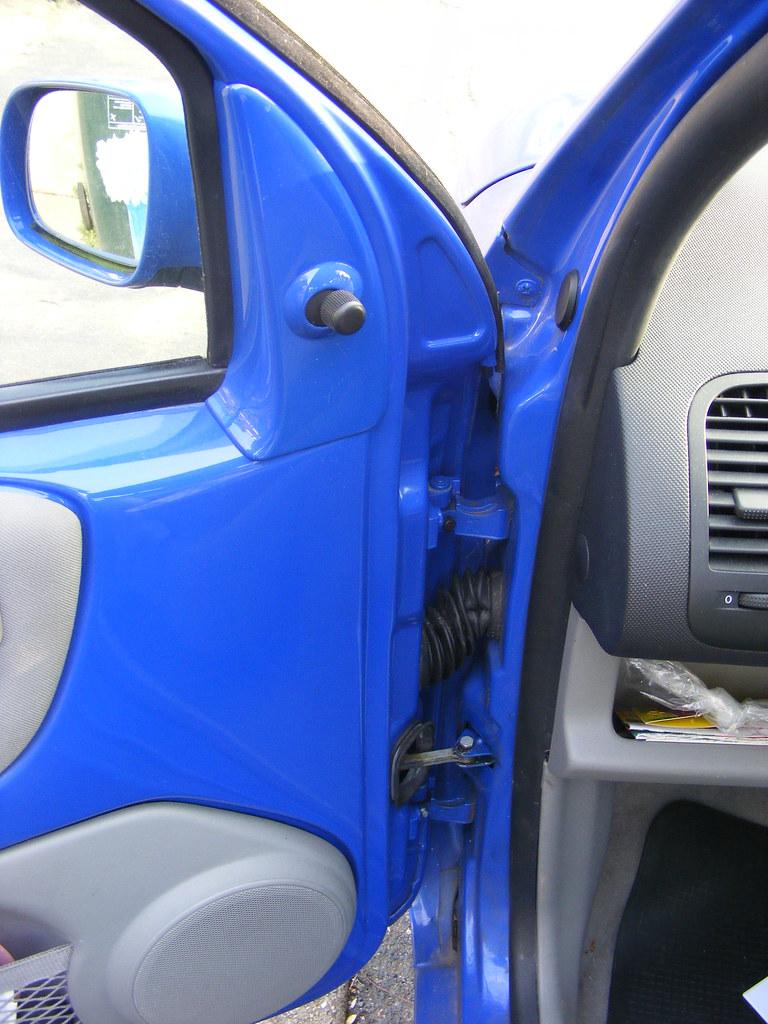 Weak and totally unsuitable door hinges on Volkswagen Lupo