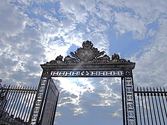 (D o 7 ) Tags: door summer cloud holiday paris france castle sunny versailles 2010