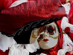 Venice Carneval 2011_L'embrasse (Dora Joey) Tags: venice red white rouge rojo kiss mask passion carnaval blanche venise carnevale rosso venezia bianco ritratto venedig bacio eventi masques karnaval passione maschere veneto embrasse blando carnavalvnitien deguisements venicecarnaval2011 ambiancevenitienne ottocentoveneziano xixvenitien