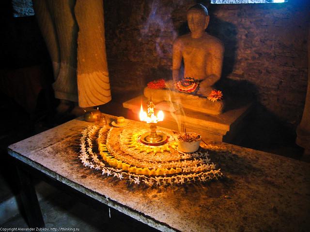 Будда и подношения