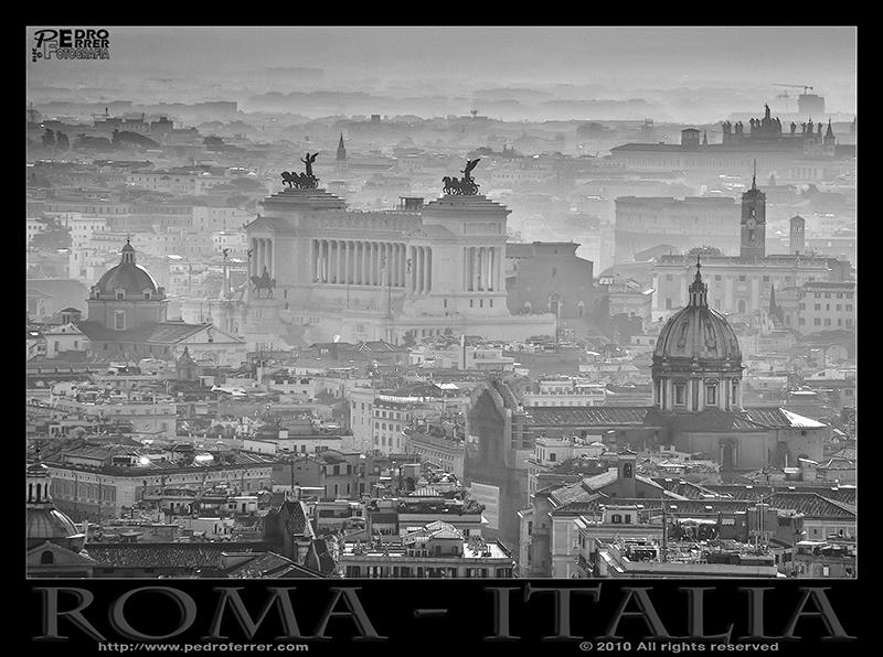 Roma - el Vitoriano en la niebla