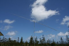 "19 element yagi for 2m aimed at the moon • <a style=""font-size:0.8em;"" href=""http://www.flickr.com/photos/10945956@N02/5385665609/"" target=""_blank"">View on Flickr</a>"