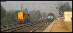 BKSC WDM3A and GMO WAG7 (Raj Kumar (The Rail Enthusiast)) Tags: indian ser railways raj kumar irfca wag7 gomoh wdm3