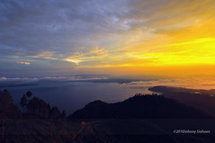Hutaginjang -DSC_0101 (Johnny Siahaan) Tags: sunset mountains misty clouds sunrise indonesia gunung batak toba laketoba sumatera huta danautoba sumaterautara tobalake matahariterbit tapanuliutara hutaginjang taput johnnysiahaan mataharipagi fotodanautoba fotohutaginjang