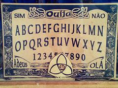 Tabuleiro de Ouija (elbragon) Tags: sãopaulo board spirits celular alphabet talking sim não olá 2010 comunicação ouija ocultismo tabuleiro adeus mortos alfabeto espíritos elbragon