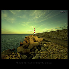 El Guardin (m@tr) Tags: lighthouse france canon faro aude portlanouvelle canoneos400ddigital languedocroselln elguardin mtr sigma1020mmexdc marcovianna imagenesdefrancia fotosdefrancia