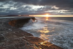 Cobb Dawn (Philip Eaglesfield (Eggles)) Tags: light england seascape sunrise dawn dorset cobb lymeregis ze2 zeiss21ze
