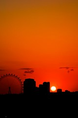 _DSC9188 (Fergus Carmichael) Tags: summer cloud sun london photography londoneye volcanicsunset