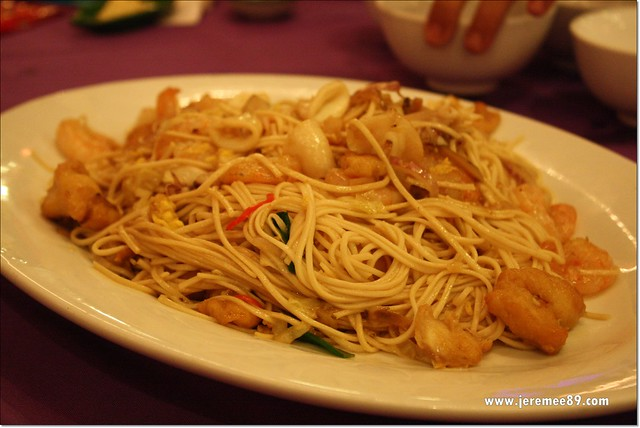 Golden Thai Seafood @ Batu Ferringhi - Mix Seafood Fried Teow Chew Noodles