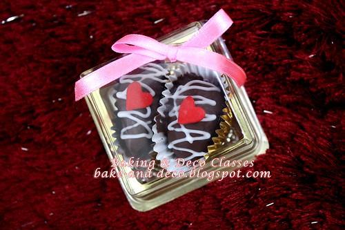 Kurma Coklat Berbadam -  2pcs gold box