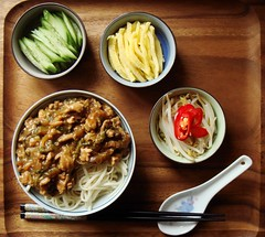 Zha Jiang Mian  (ComeUndone) Tags: turkey flickr cucumber egg cabbage noodles noodle friday omelette beansprout nappa driedshrimp  zhajiangmian