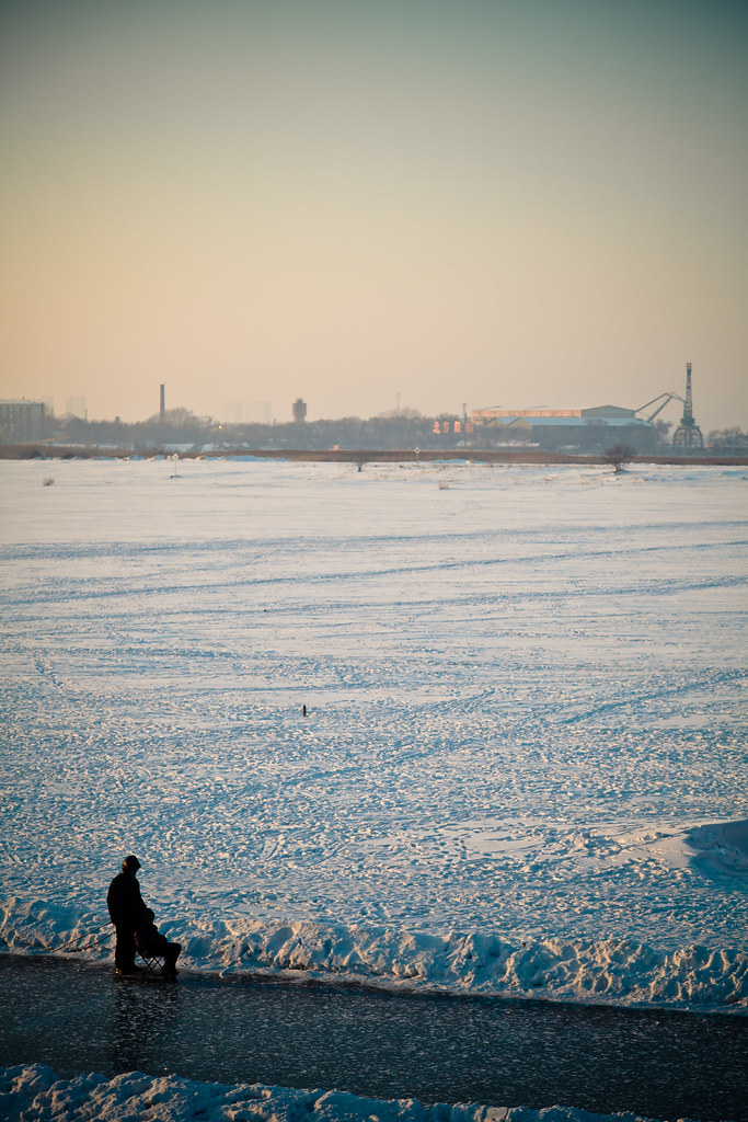 Frozen river in Harbin (哈尔滨)