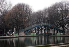 2011.02.28.03 PARIS - Canal Saint-Martin (alainmichot93 (Bonjour à tous - Hello everyone)) Tags: paris france seine canal 75 iledefrance canalsaintmartin passerelle 2011 paris10èmearrondissement