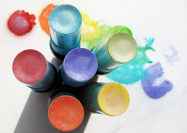 DIY Lumiere reinker shimmer mists punched paper circle to index colour on spray bottle tops