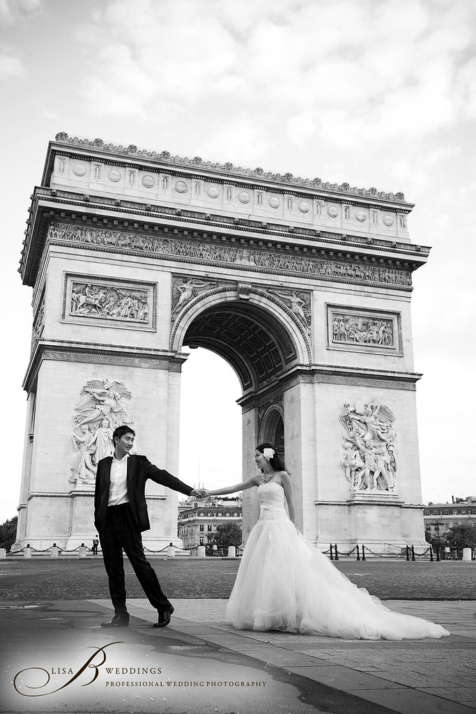 here is a photograph of a pre wedding in Paris