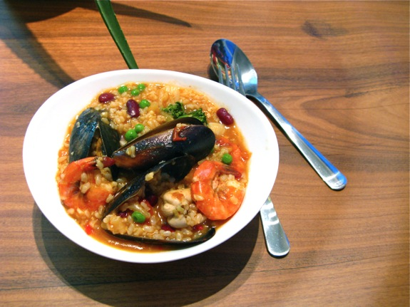 paella seafood mussels prawns scallops 001