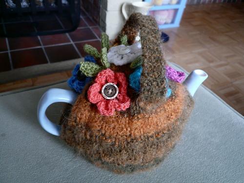 Fluffy tea cosy 2