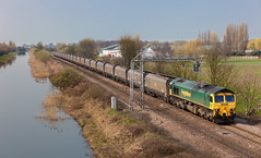 66604 at Crowle (Martyn Fordham) Tags: water canal railways crowle freightliner 66604