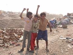 Kolkata Waste Dump Vision * (Sterneck) Tags: kolkata waste dump vision calcutta kalkutta politics politik slums india müllsammler ragpickers müllkippe mülldepnie hope slum liluah armut indien teilen share community social activists visions change wolfgangsterneck ragpicker