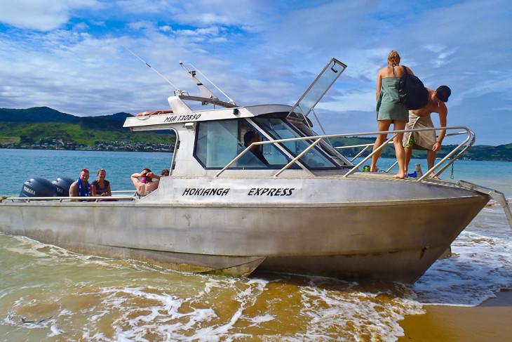 Sand-Boarding-hokianga-new-zealand-boat