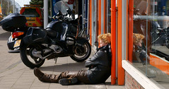 worn-out biker (Hindrik S) Tags: sleeping sun color leather bike lady loft candid sony move harley motorbike biker motor bathing tamron davidson cpf zon wornout leeuwarden sinne kleur a300 liwwadden ljouwert tamron1750 sonyalpha tamronspaf1750mmf28xrdiiildasphericalif 300 alpha300 sonyphotographing mororfyts