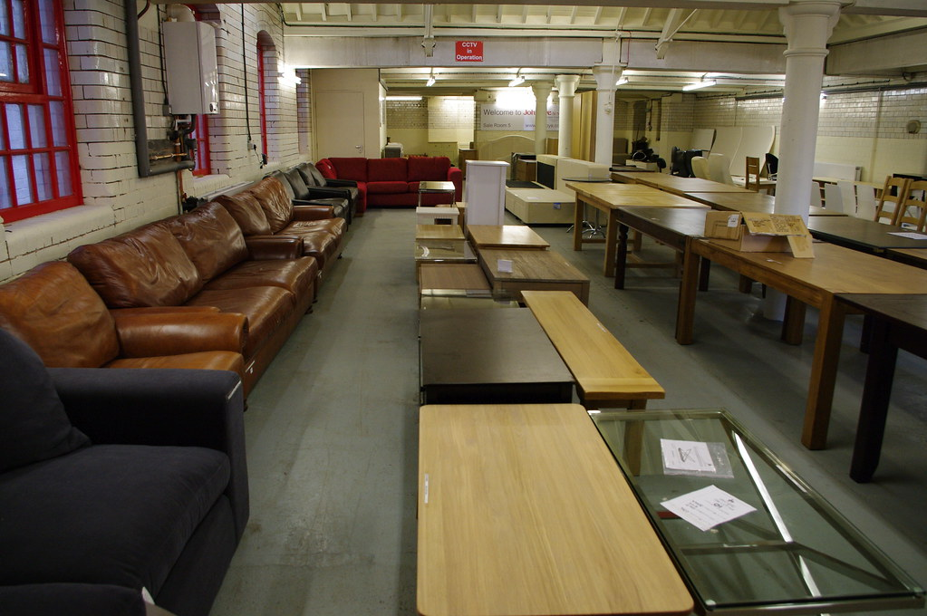 Auction - Leather sofas & coffee tables