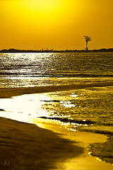 Golden evening (Chrisseee) Tags: travel silhouette yellow canon thailand evening boat asia lowtide goldenreflection kawkwang kristiinahillerstrm chrisseee longtaillboat
