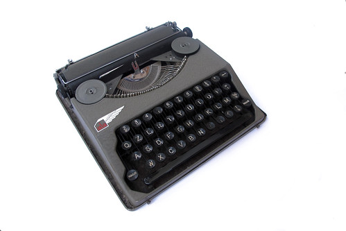 Ala portable typewriter (5)