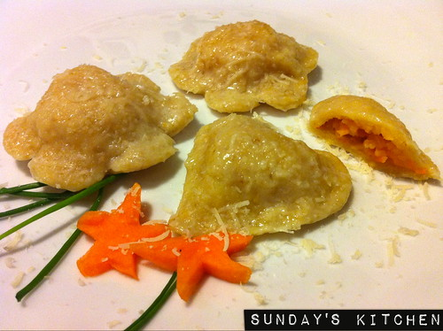 Ravioli di grano saraceno con zucca e patate / Buckwheat ravioli stuffed with pumpkin and mashed potatoes