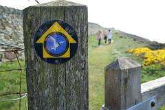 Rhoscolyn (blogdroed) Tags: sign wales coast cymru coastalpath anglesey arwydd ynysmn arfordir rhoscolyn llwybrarfordirol