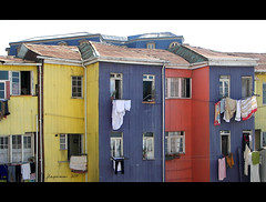 Ropa tendida (Flaquivurus) Tags: chile houses colores clothes clotheslines casas valparaso ropa