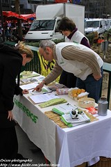 Stand OGM (Crixos photography) Tags: action greenpeace march fromage ong environnement ogm millitant mas activisme