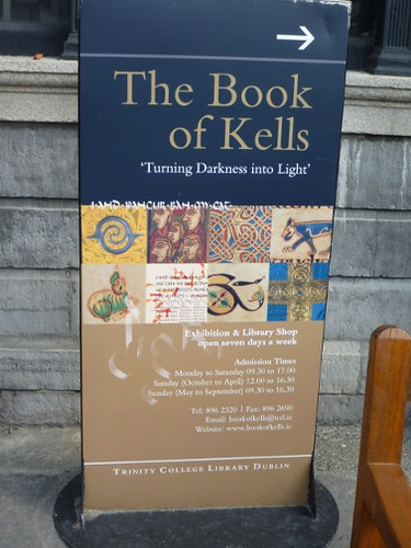 Book of Kells exhibit by Cali-rhoz