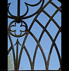 Useful Pointer (widdowquinn) Tags: sky flower church metal architecture scotland perthshire places metalwork subject arrow grille ironwork derelict perthandkinross invergowrie