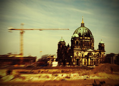 build a city (fotobananas) Tags: berlin pen dom sunday olympus baustelle berlinerdom ep1 sliders hss fotobananas