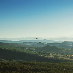 I remember that lovely view 🚁 Woke up at 4am that day to make the most of it. #forcalquier #Lumix #GH4 #Panasonic #visit04 #alpesdehauteprovence #hotballoon #hotairballoon #montgolfière #PACA #productionlife #France #beautifulfrance