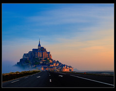 Road to Mont Saint Michel (Guillermo R.) Tags: viaje costa color primavera horizontal digital europa carretera abril paisaje amanecer fotografia turismo francia isla vacaciones hdr montsaintmichel normandia turista bretaa airelibre hemisferionorte