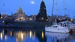 Legislative Buildings At Dawn (Claire Chao) Tags: morning blue light sun moon canada reflection water vancouver canon dawn boat downtown bc walk britishcolumbia earlymorning parliament bluesky victoria vancouverisland bluehour stroll stitched moonset legislativebuildings silky innerharbour parliamentbuildings beforesunrise victoriaharbour legislative morningview downtownvictoria stitchshot silkywater canon50mmf12 canoneos5dmarkii 2shotstitch