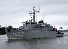 HNLMS Hellevoetsluis (Tailothebank) Tags: holland netherlands ships navy destroyer frigate hellevoetsluis nato minesweeper warships minehunter navalexercise greyfunnel jointwarrior2011